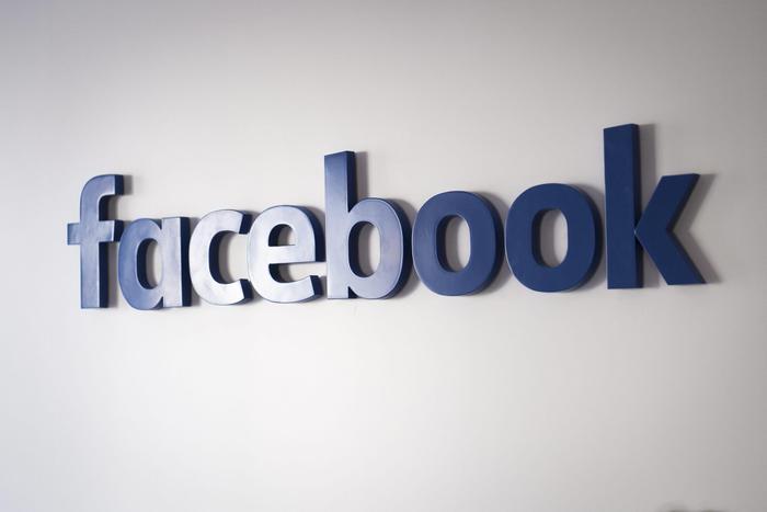Facebook stringe i rapporti con gli editori. Dopo aver portato le notizie sul social, consentirà agli utenti di abbonarsi ai quotidiani